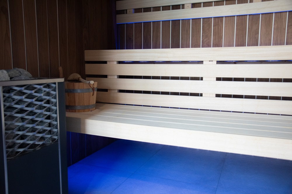 Hotel-les-dunes-la-tranche-sur-mer-spa-sauna-luminotherapie-bleu